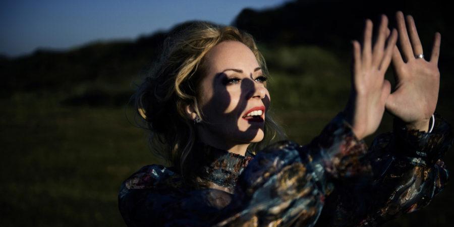 """[interview]-anneke-van-giersbergen-–-interview-zum-album-""""the-darkest-skies-are-the-brightest"""""""